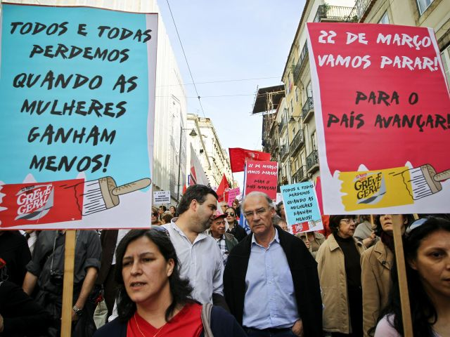 Campaign groups join in Lisbon anti-government rallies