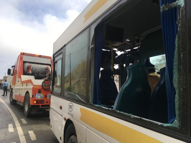 At least ten injured as bus crashes with tanker truck in Almada