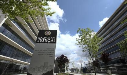 'Enormous' strike in justice system prompts court closures - union