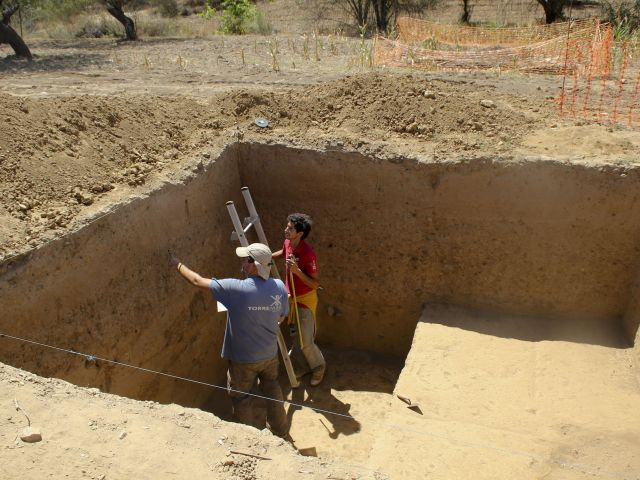 Grave 8,000 years old dug up by Lisbon, Spanish archaeologists