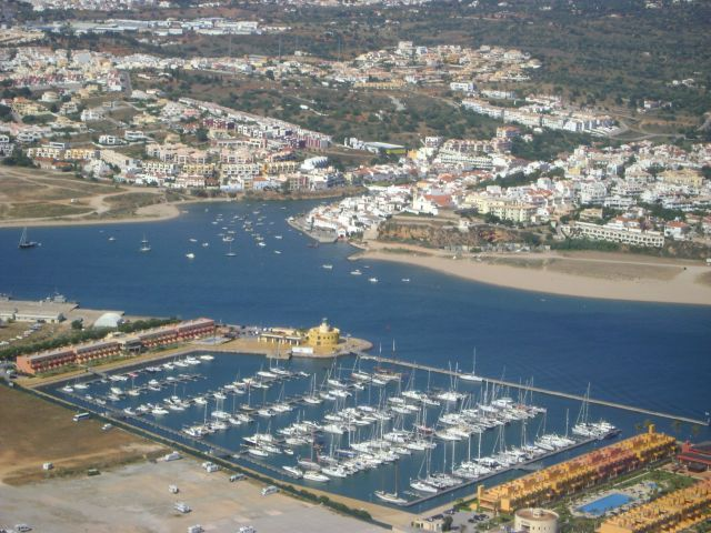 Work is ongoing in Portimão to replenish Marina beach