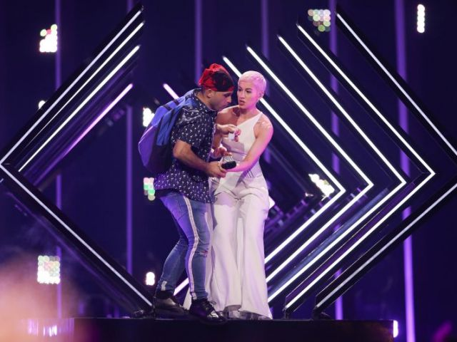 UK Eurovision performer has bruises after stage interruption