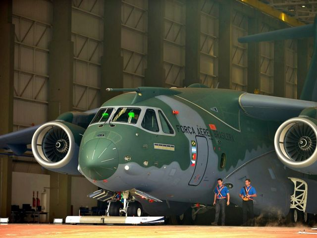 Portugal 'to buy six Embraer military cargo planes'
