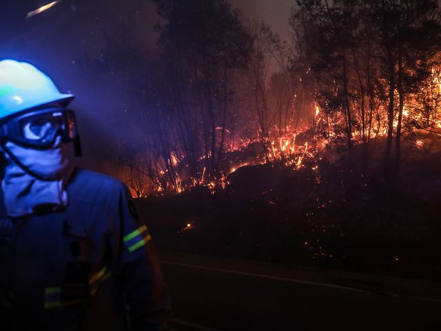 Monchique fires Day 5: Firefighters struggle to contain blaze