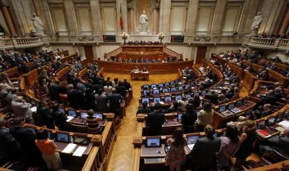 Portugal exceeds EU average for women in parliament; few in government