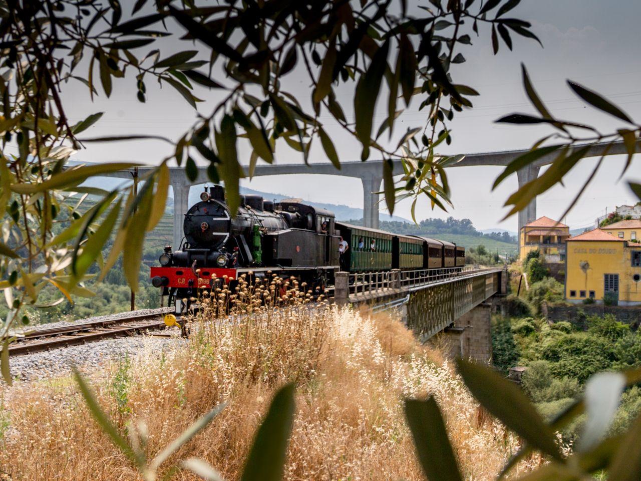 Vintage Train To Return To Douro
