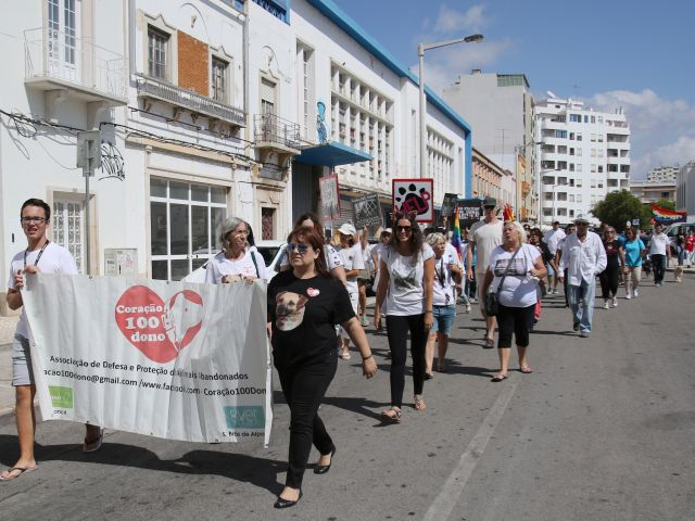 'Peaceful March' for animal welfare rights fills Faro's streets