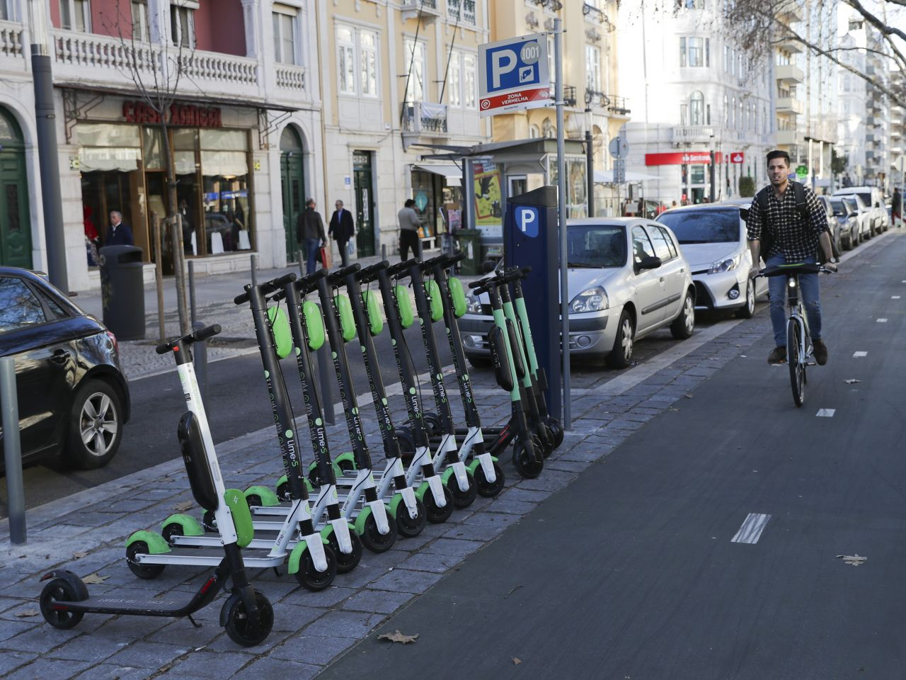 Lisbon council to implement fines on scooters and bicycles