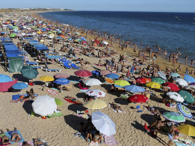 Portugal receives record 24.1m tourists in 2017, up 13 percent
