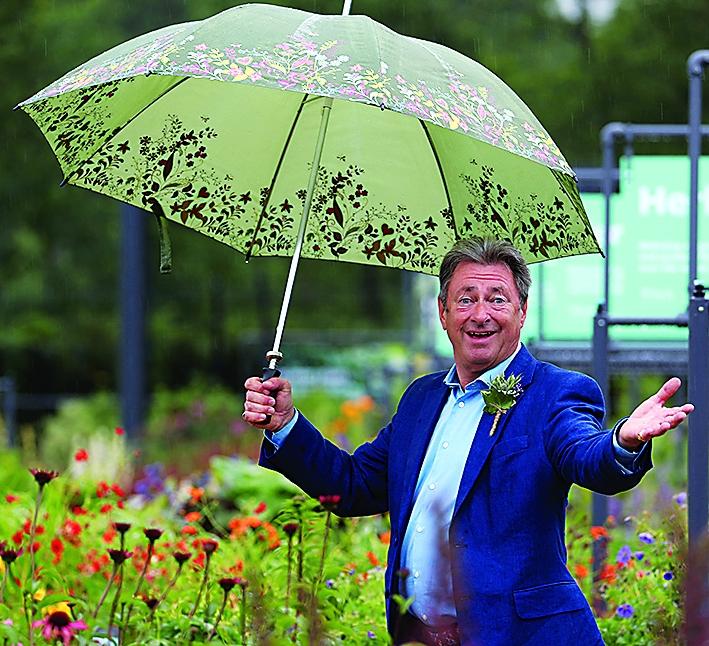 Celebrity gardeners predict the challenges of 2021