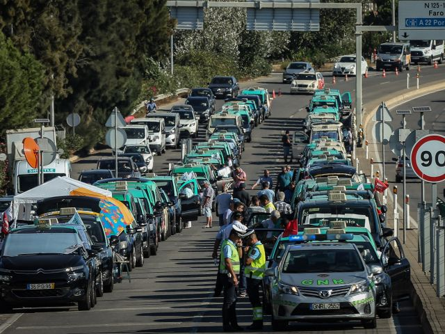 Taxi drivers refuse to back down following week of protests
