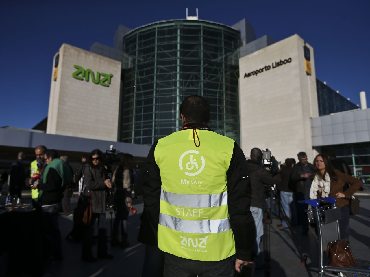 Noise levels measured around Lisbon Airport