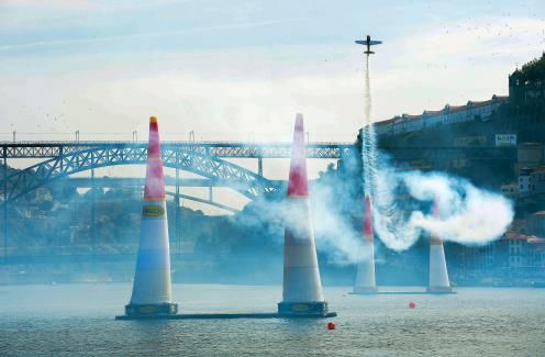 Red Bull Air Race attracts 850,000 spectators