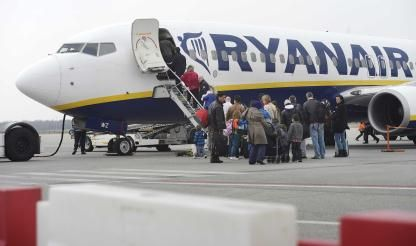 Ryanair 'could face Europe-wide strikes' in ignoring local law - union