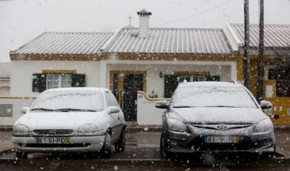 First winter snow falls in Portugal