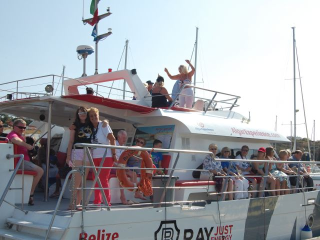 International Cliff Richard fans gather in Algarve to celebrate friendship through fandom