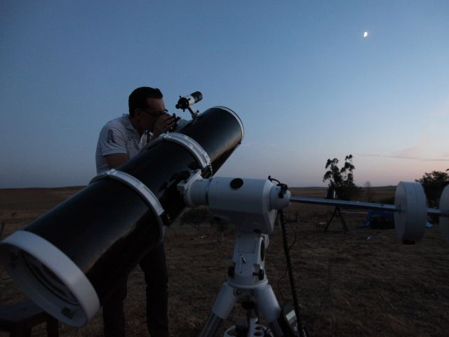 Moving shoal of stars' sighted in Algarve night sky - The Portugal News