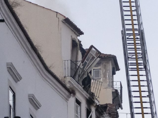 Six injured in Alfama gas explosion