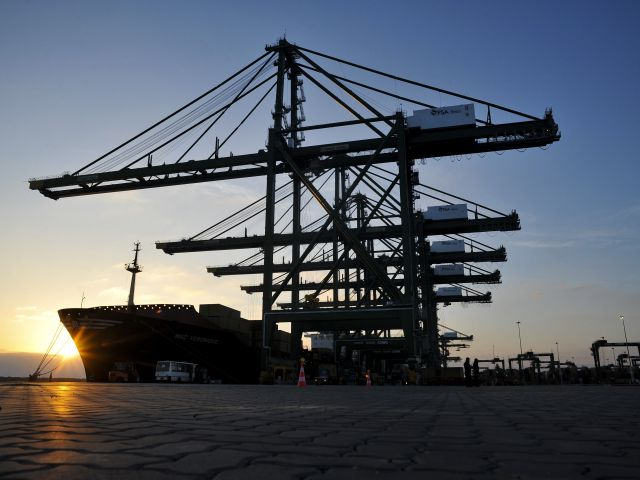 Ports handle less cargo in first quarter