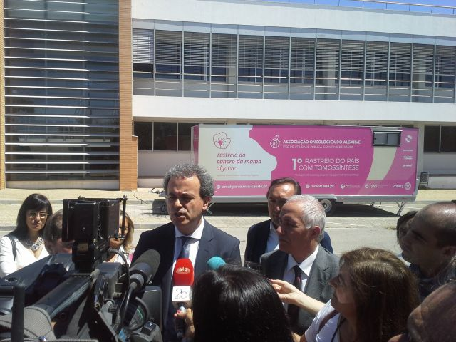 'Historic day' for Algarve as it unveils pioneering mobile cancer unit and new screening programme