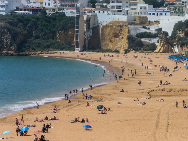 Algarve hotels close to capacity