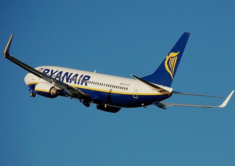 Ryanair first EU airline to report monthly CO2 emissions