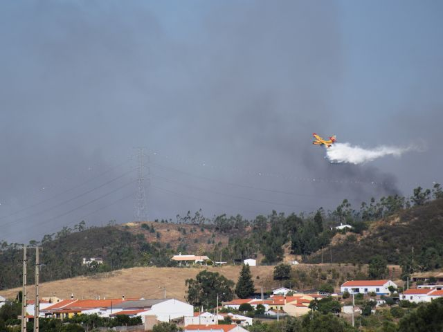 Silves fire reignites